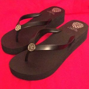 🆕 ONLY ONE PAIR! Vince Camuto Thong Sandals